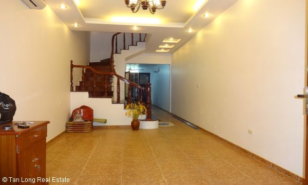 House with 4 bedrooms in Au Co street, Tay Ho for rent. 3
