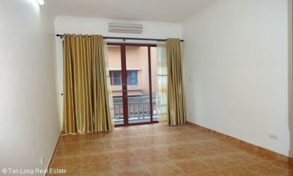 House with 4 bedrooms in Au Co street, Tay Ho for rent. 8