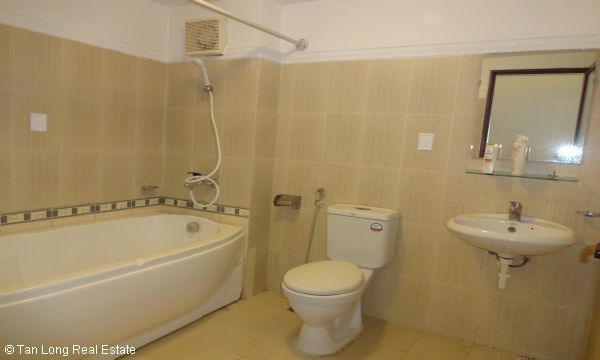 House with 4 bedrooms in Au Co street, Tay Ho for rent. 1