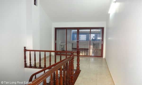 House with 4 bedrooms in Au Co street, Tay Ho for rent. 6
