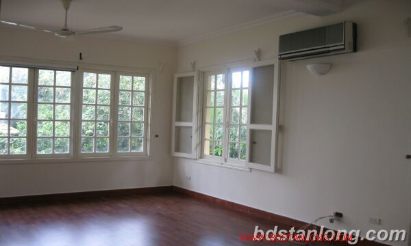 House with 4 bedrooms in To Ngoc Van alley, Tay Ho for rent 2