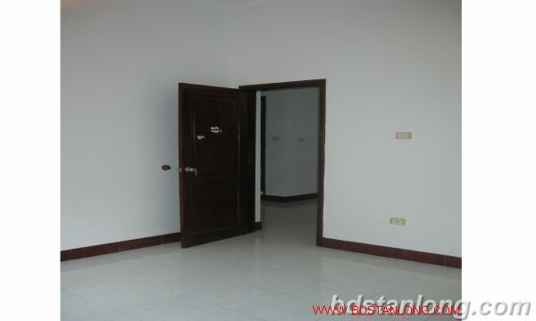 House with 4 bedrooms in To Ngoc Van alley, Tay Ho for rent 3