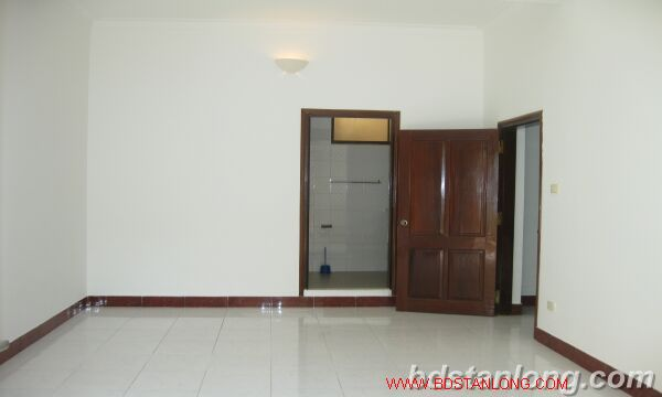House with 4 bedrooms in To Ngoc Van alley, Tay Ho for rent 7