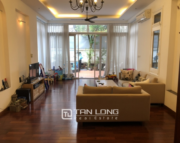 House with big yard and swimming pool for lease in Dang Thai Mai street, Tay Ho district! 8