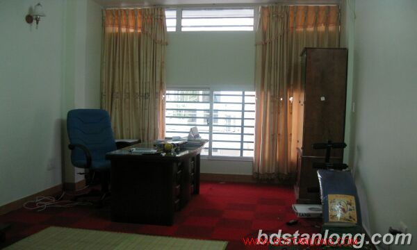 House with garage in Nghi Tam street, Tay Ho for rent 7
