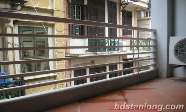 House with garage in Nghi Tam street, Tay Ho for rent 1