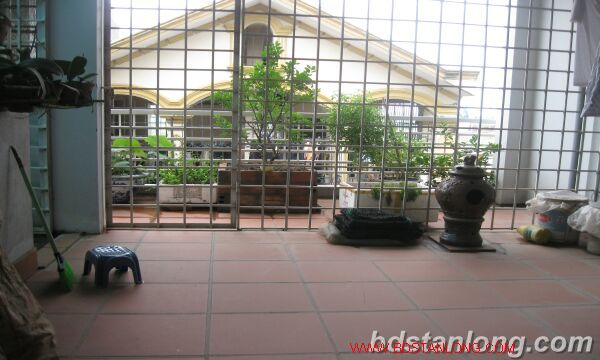 House with garage in Nghi Tam street, Tay Ho for rent 3