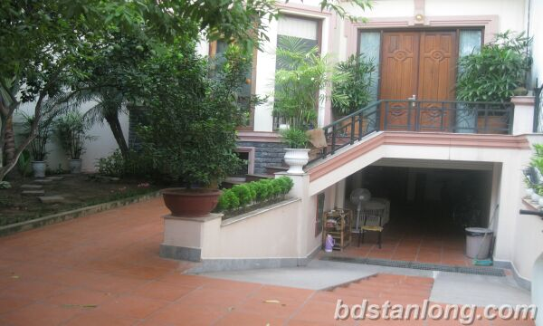 House with garage in To Ngoc Van, Tay Ho for rent