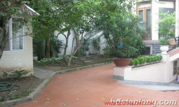House with garage in To Ngoc Van, Tay Ho for rent 2
