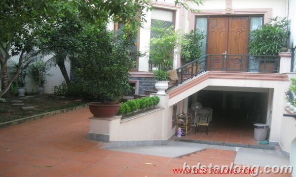 House with garage in To Ngoc Van, Tay Ho for rent 3