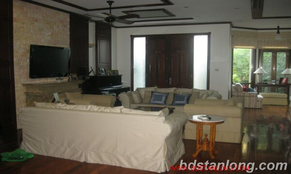House with garage in To Ngoc Van, Tay Ho for rent 4