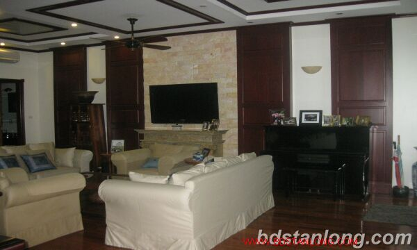 House with garage in To Ngoc Van, Tay Ho for rent 5