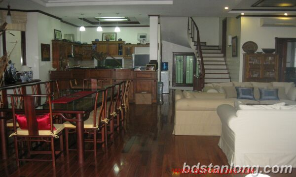 House with garage in To Ngoc Van, Tay Ho for rent 6