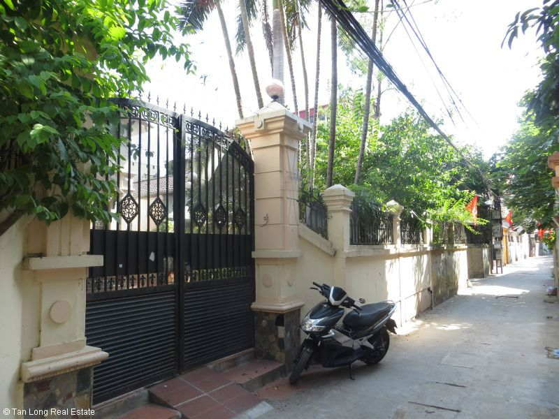 House with garden for rent in Bo De, Long Bien dist, Hanoi 1