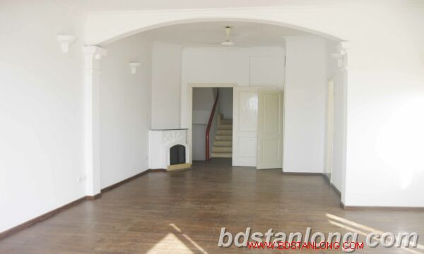 House with lake view for rent in Tay Ho district, Hanoi 2