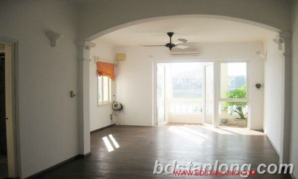 House with lake view for rent in Tay Ho district, Hanoi 3
