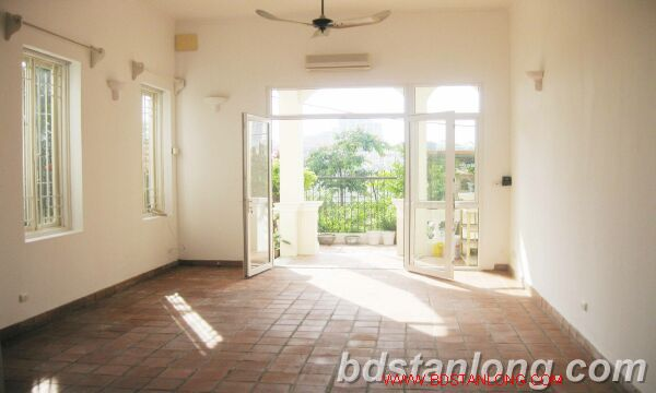 House with lake view for rent in Tay Ho district, Hanoi 8