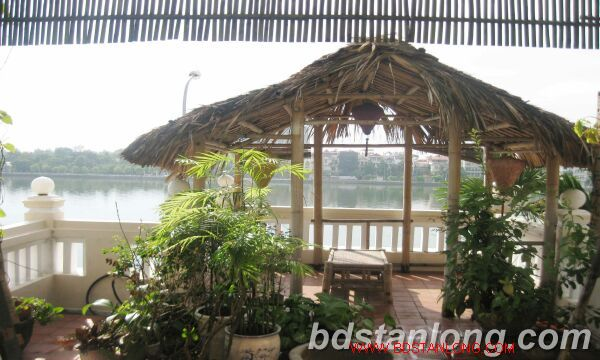 House with lake view for rent in Tay Ho district, Hanoi 1