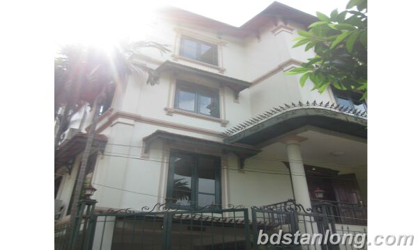 House with lake view in To Ngoc Van, Tay Ho for rent