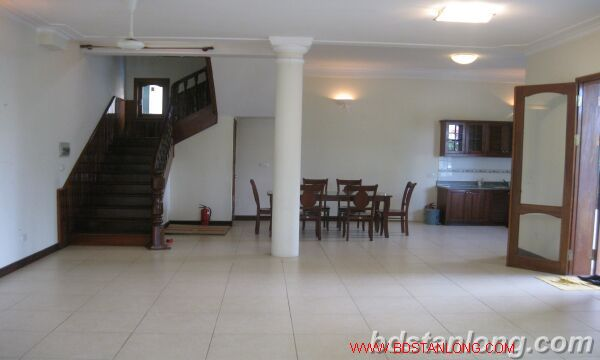 House with lake view in Tay Ho for rent 3