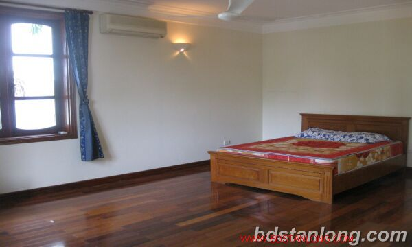 House with lake view in Tay Ho for rent 8