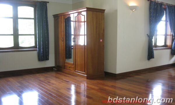House with lake view in Tay Ho for rent 10