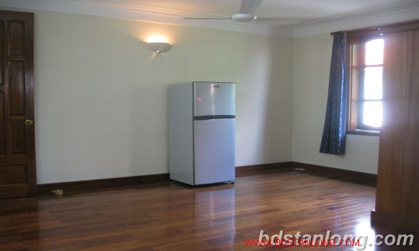 House with lake view in Tay Ho for rent 1