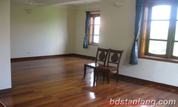 House with lake view in Tay Ho for rent 2