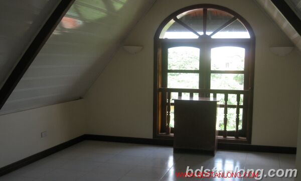 House with lake view in Tay Ho for rent 4