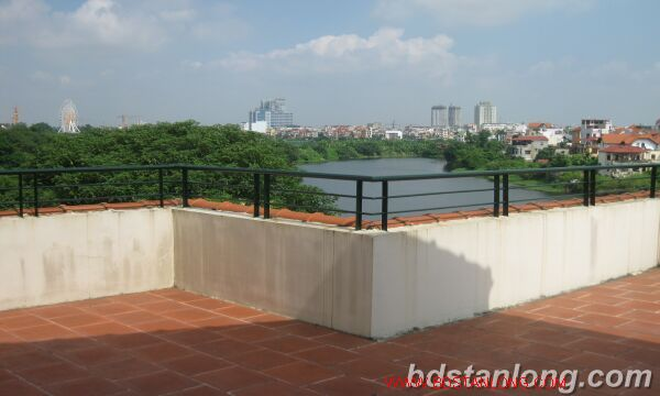House with lake view in Tay Ho for rent 6