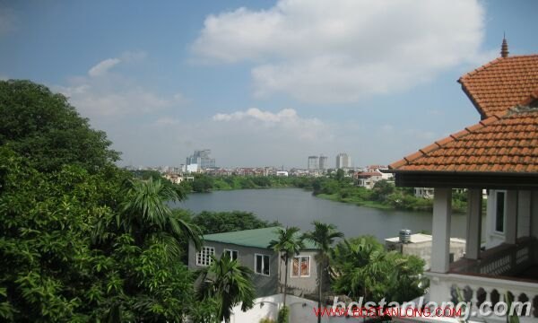 House with lake view in Tay Ho for rent 7
