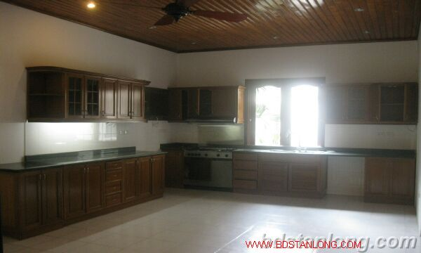 House with lake view in To Ngoc Van for rent 3