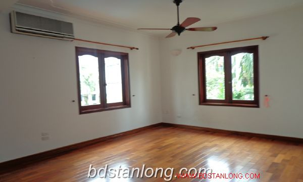 House with lake view in To Ngoc Van for rent 7