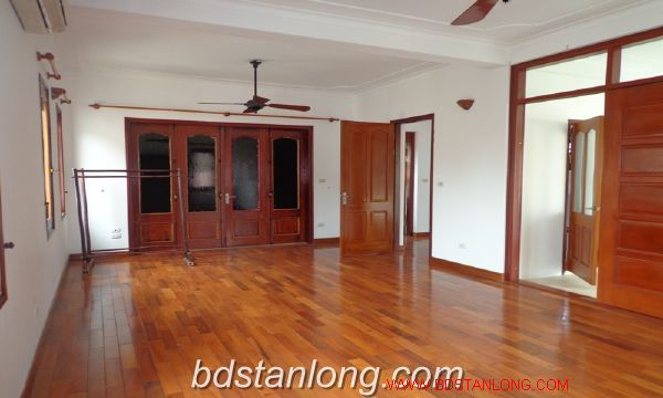 House with lake view in To Ngoc Van for rent 9
