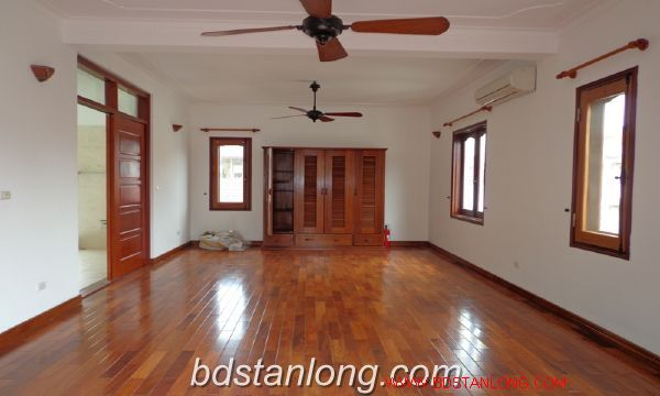 House with lake view in To Ngoc Van for rent 2