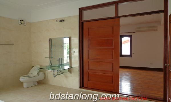 House with lake view in To Ngoc Van for rent 4
