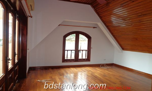 House with lake view in To Ngoc Van for rent 5