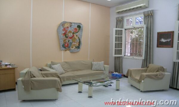 House with large yard in Nghi Tam street, Tay Ho for rent. 2