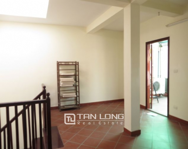 House with small yard for rent in To Ngoc Van str, Tay Ho dist, HN 3