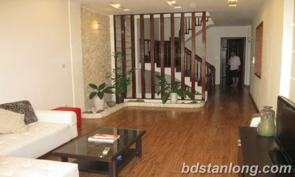 Houses in Au Co str, Tay Ho for rent