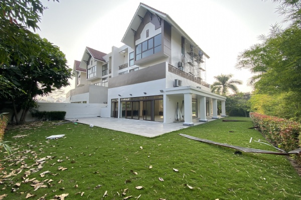 Huge detached villa for rent in Q block, Ciputra