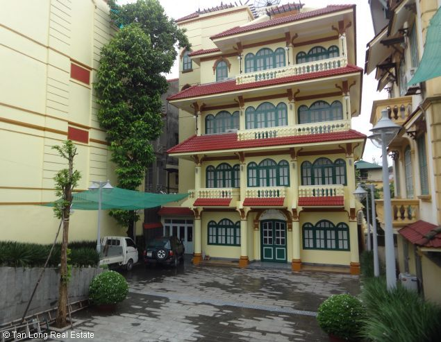 Huge house with large courtgard for lease in Au Co Westlake Hanoi 1