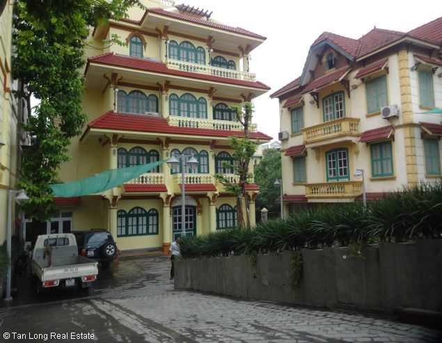Huge house with large courtgard for lease in Au Co Westlake Hanoi 2