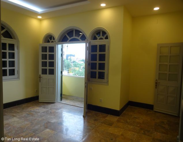 Huge house with large courtgard for lease in Au Co Westlake Hanoi 3