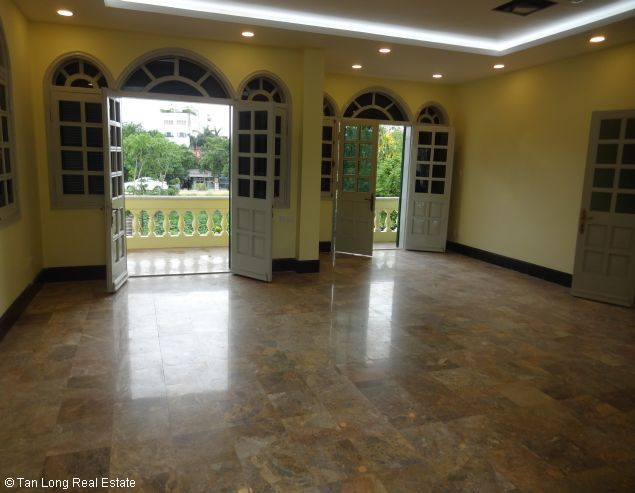 Huge house with large courtgard for lease in Au Co Westlake Hanoi 10