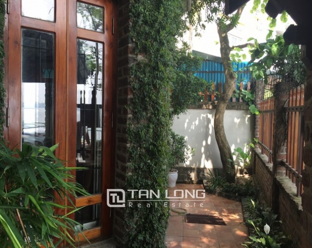 Lake front house with 3 bedrooms to rent in Nguyen Dinh Thi, Tay Ho, Hanoi 2