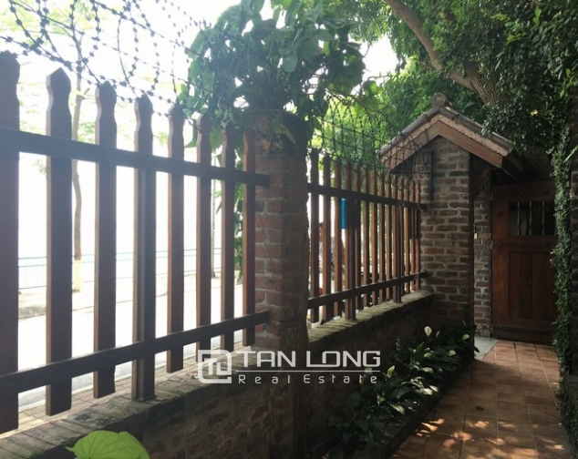 Lake front house with 3 bedrooms to rent in Nguyen Dinh Thi, Tay Ho, Hanoi 3