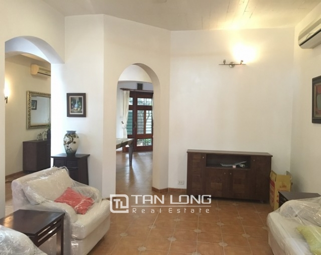 Lake front house with 3 bedrooms to rent in Nguyen Dinh Thi, Tay Ho, Hanoi 5