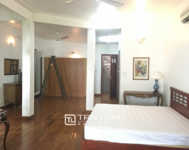 Lake front house with 3 bedrooms to rent in Nguyen Dinh Thi, Tay Ho, Hanoi 10