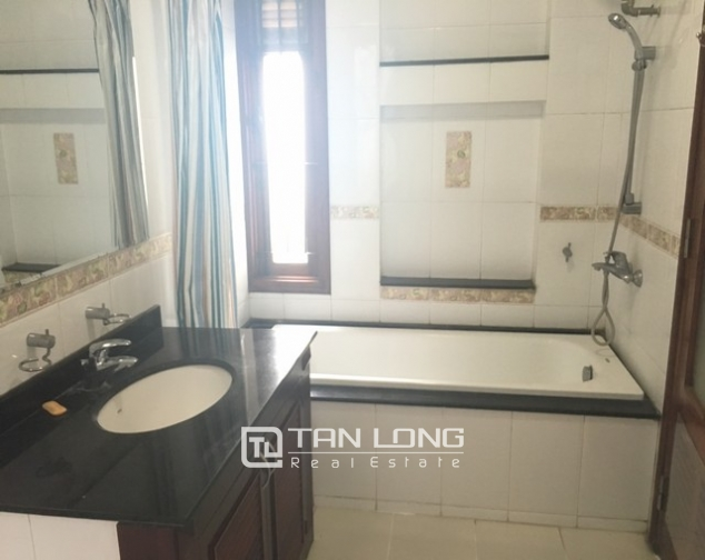 Lake front house with 3 bedrooms to rent in Nguyen Dinh Thi, Tay Ho, Hanoi 1